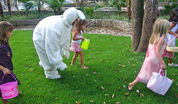 Casa de Campo Living's Easter Egg Hunt in Altos de Chavon - easter bunny