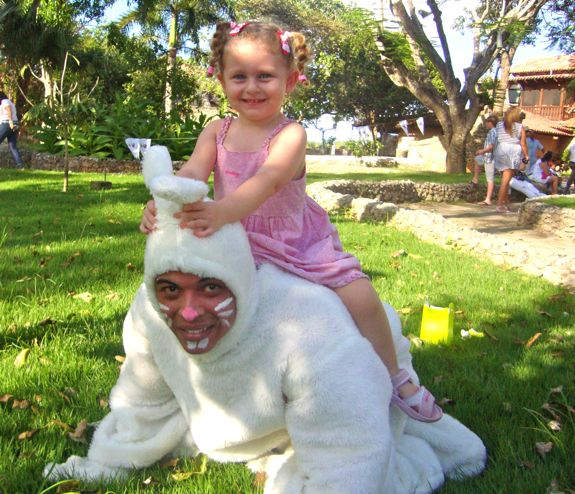Casa de Campo Living's Easter Egg Hunt in Altos de Chavon