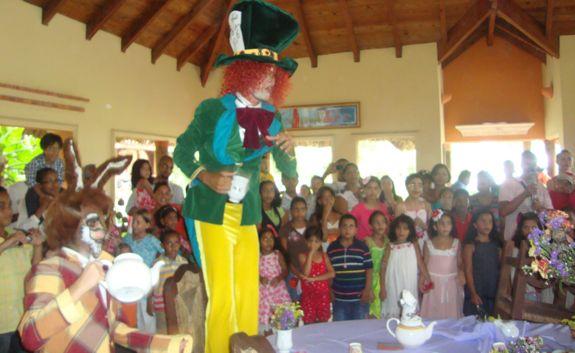alicia_in_wonderland_parties_in _casa_casa_de_campo_living