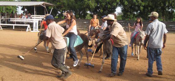 donkey_poloi_casa_de_campo_living_hoedown