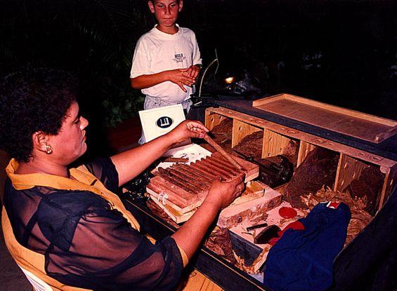 06 Cigar Maker at Dominican Night