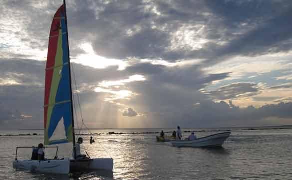 sailing minitas beach