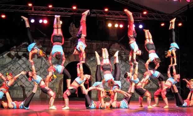 taiwan acrobatics altos de chavon