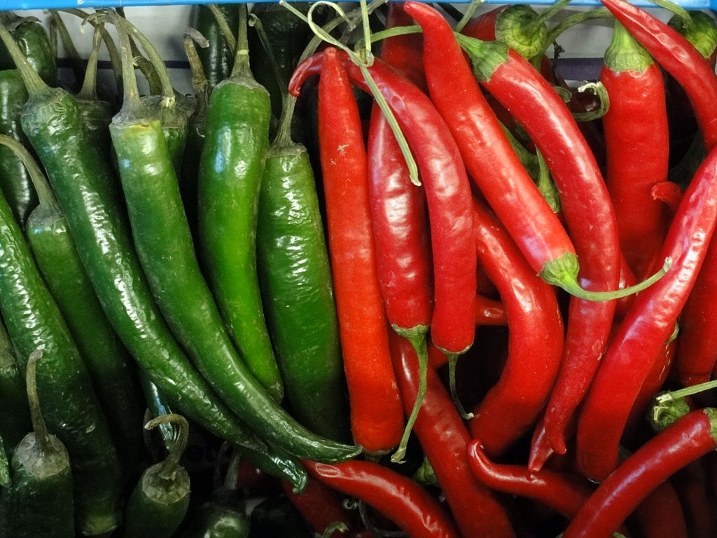 1024px-Chillies_red_and_green