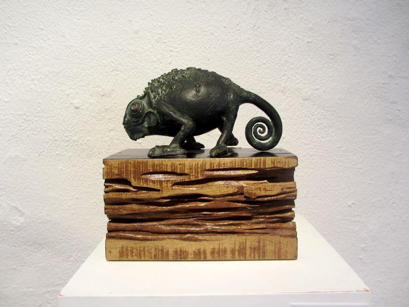 cameleon sculpture
