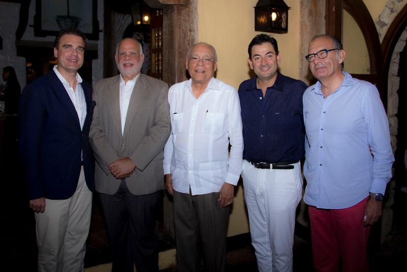 Rafael Torres, Daniel Hernández y acompañantes