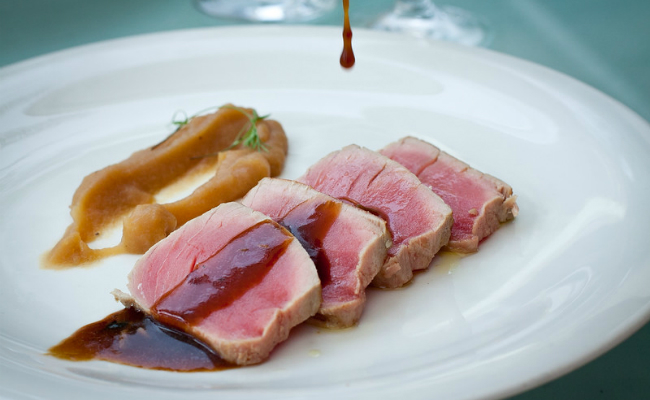 CDCFWF15 Saverio Stassi Lunch, neither raw nor cooked tuna with spicy in a hot garlic and oregano sauce with creamy chestnut