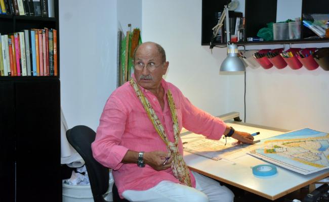 Gianfranco Fini Desk