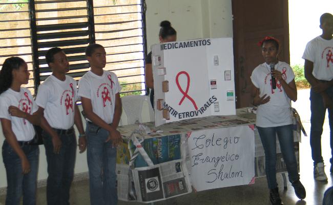 Niños exposición Día Mundial del SIDA