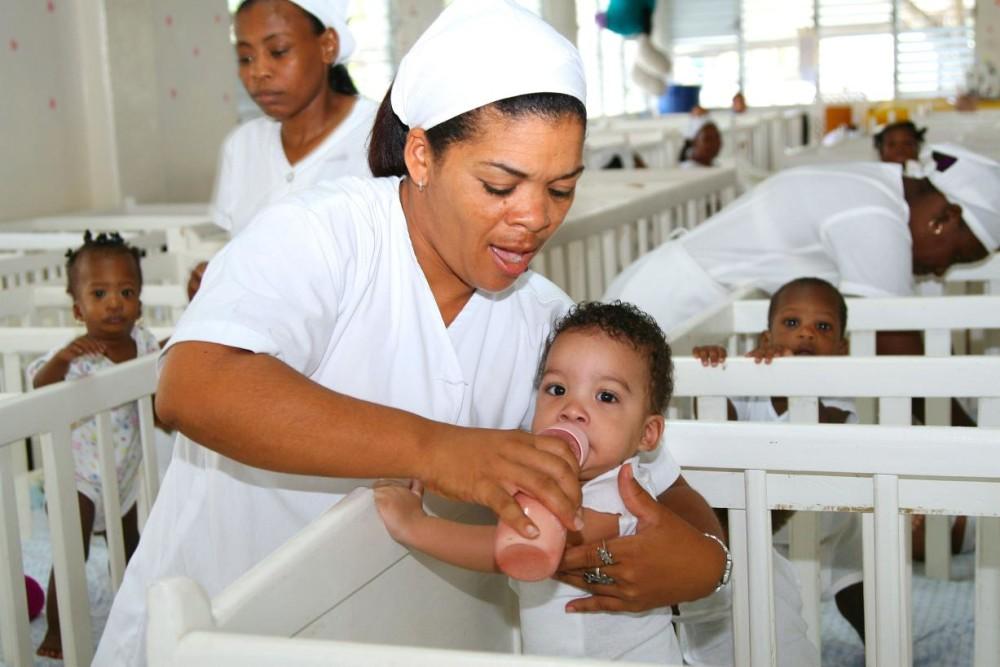 Hogar del Niño Crib Room